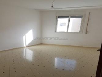 appartement propre 3éme étage à doha 1 boukhalef