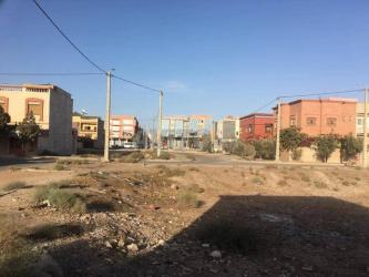 بقعة أرضية سكنية وتجارية محفضة بالمغرب العربي