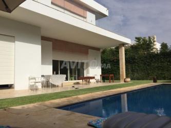 super villa avec jolie piscine à loué sur souissi