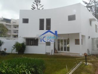 villa vide 640 m2 à louer el menzeh souissi