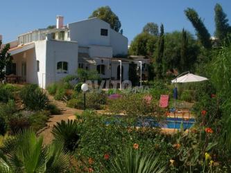 belle propriete piscine chauffee jardin