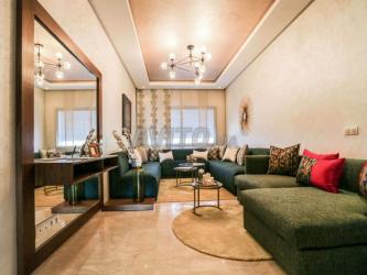 joli appartement avec un double salon