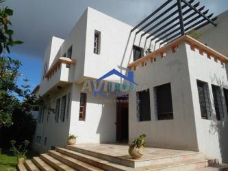 villa vide de 400 m2 à louer à hay riad